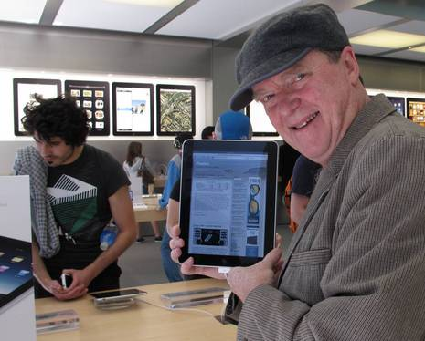 Panbo at the Apple iPad store.JPG