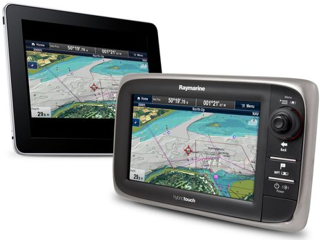 Raymarine_e7_with_iPad.jpg