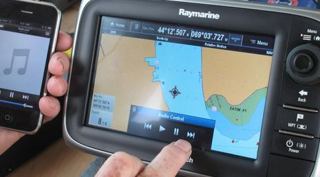 Raymarine_e7_demo_Bluetooth_audio_cPanbo.jpg