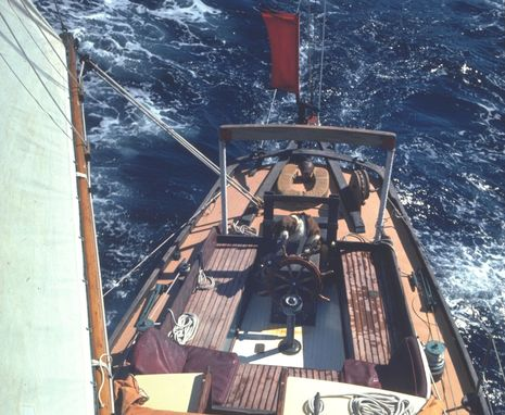 Alice_1978_w_Dixie_at_helm_cPanbo.jpg