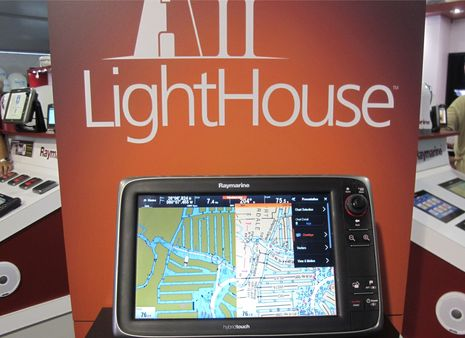 Raymarine_LightHouse_II_show_demo_cPanbo.jpg