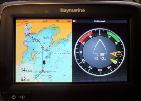 Raymarine_LightHouse_II_a77_cPanbo.jpg