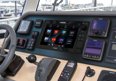Raymarine_eS-12_panel_mounted_aPanbo.jpg