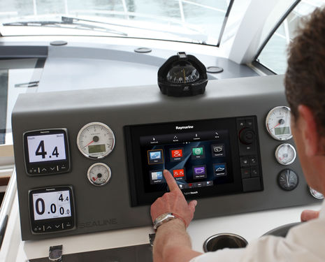 Raymarine_eS9_panel_mounted_aPanbo.jpg