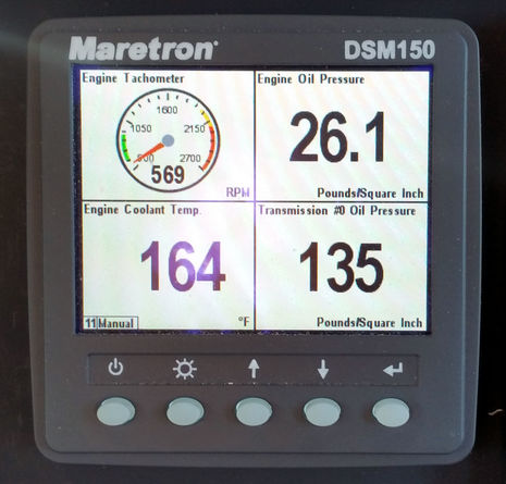 Maretron_DSM150_engine_screen_cPanbo.jpg