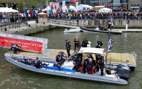 AC_World_Series_NY_Land Rover BAR chase boat_cPanbo.jpg